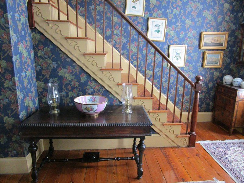 Main staircase in foyer