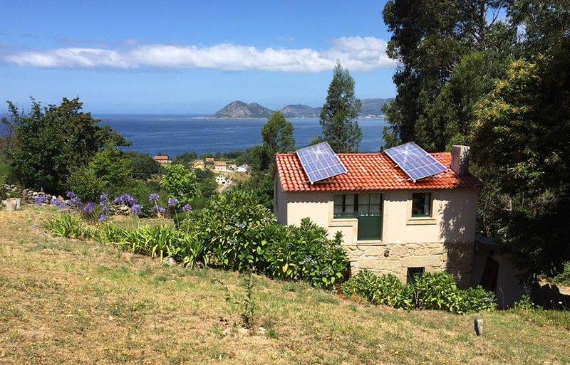 Movido a energia solar, com vista para o mar.
