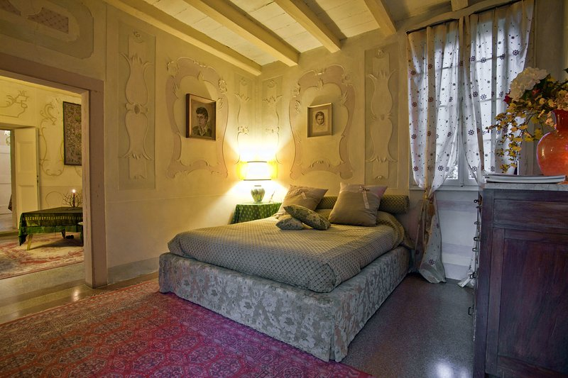 Noble Suite, decorata da pregevoli stucchi del '600 in Villa Palladiana, vacation rental in Conegliano