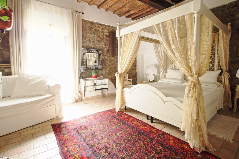 Camera 'Il Baldacchino' - B&B La Duchessa, holiday rental in Tirli