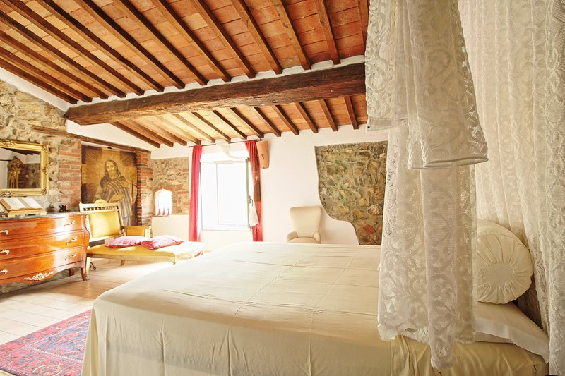 Camera 'Il Vescovo' - B&B La Duchessa, holiday rental in Vetulonia