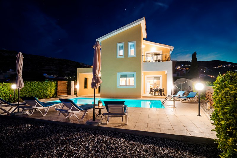Villa Stella, 3 Bedroom Detached Villa with Private Pool in Peyia, vacation rental in Peyia