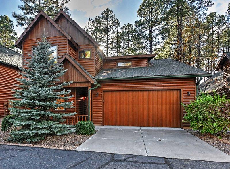 Mountain Cabin Retreat w/Game Room, Patio & Views!, alquiler vacacional en Pinetop-Lakeside