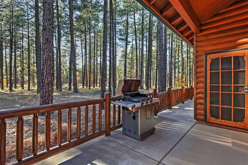 Lassen Sie Ihre Sorgen hinter sich und bleiben in diesem Pinetop Ferienhaus Kabine!