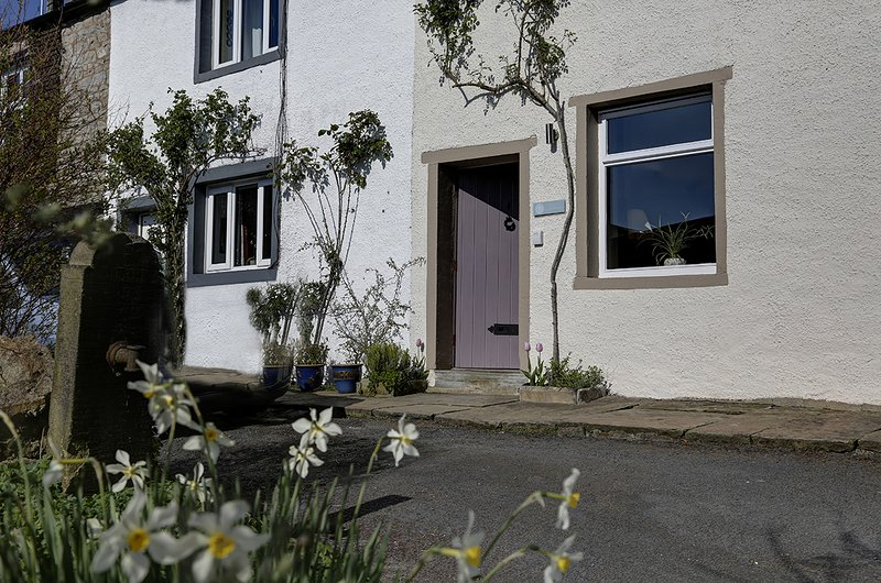 Bonnygrass Cottage, centre of Clitheroe, holiday rental in Clayton-le-Dale