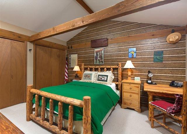 Guest bedroom-queen