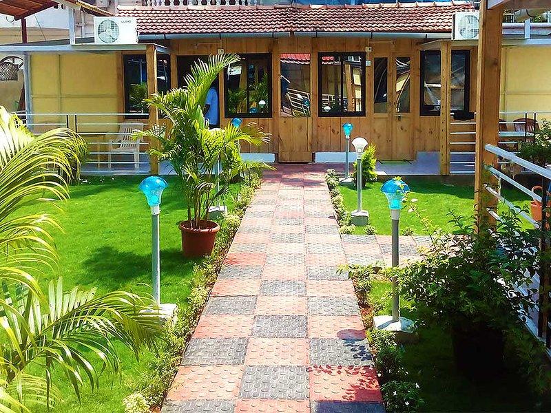Avelina Guest House Room 4-Garden View, aluguéis de temporada em Canacona