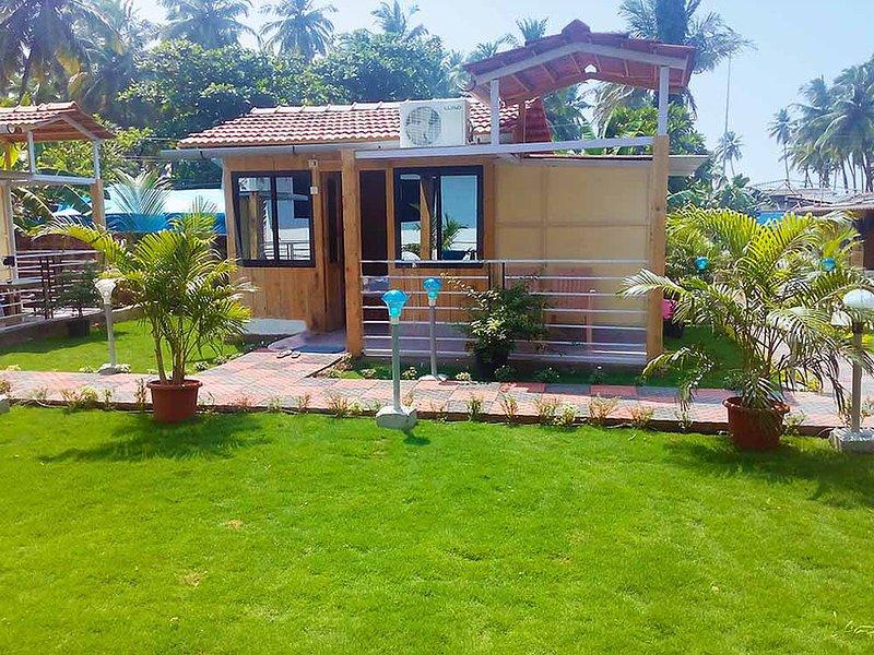 Avelina Guest House Room 3-Garden View, aluguéis de temporada em Canacona