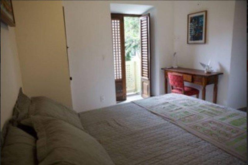 Suite avec balcon sur le jardin et la piscine / chambre avec balcon donnant sur le jardin et la piscine