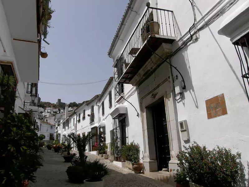 Charming 18th century Andalucian town house close to the 'Parque Natural', location de vacances à Jimena de la Frontera
