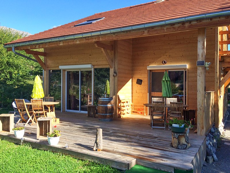 Big house with mountain view & Wifi, holiday rental in Curbans