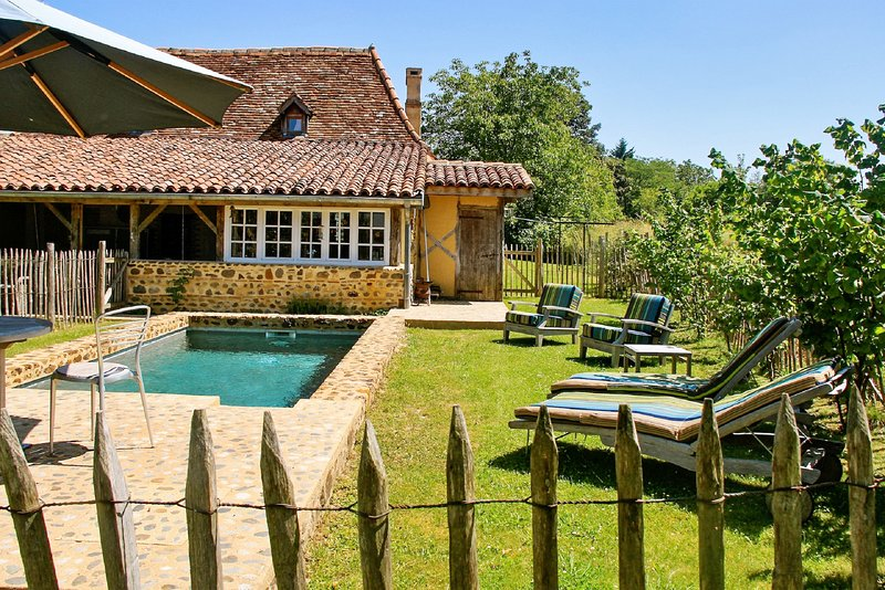 Spacious house with swimming-pool, vacation rental in Poudenx