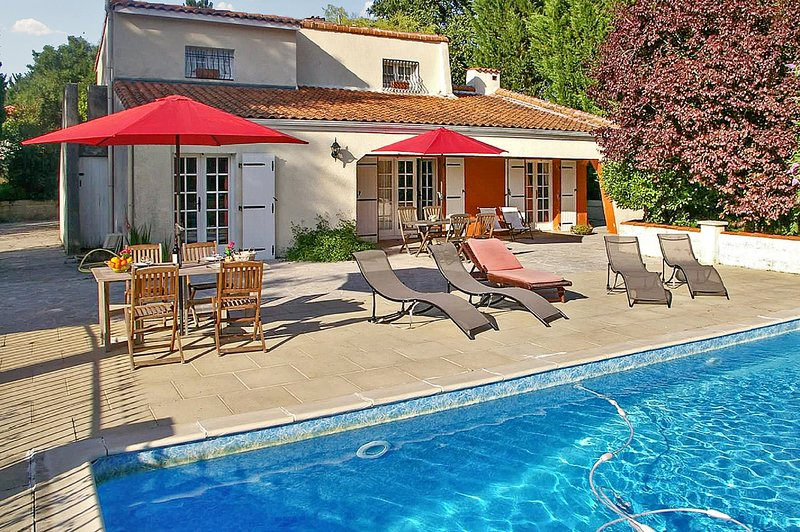 Spacious villa with swimming-pool, holiday rental in Saint Hilaire de Villefranche