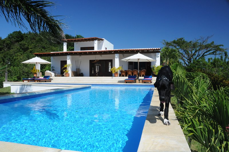 DESIGN VILLA ABSOLUTE PRIVACY AND CLOSE TO BEACHES, holiday rental in El Limon