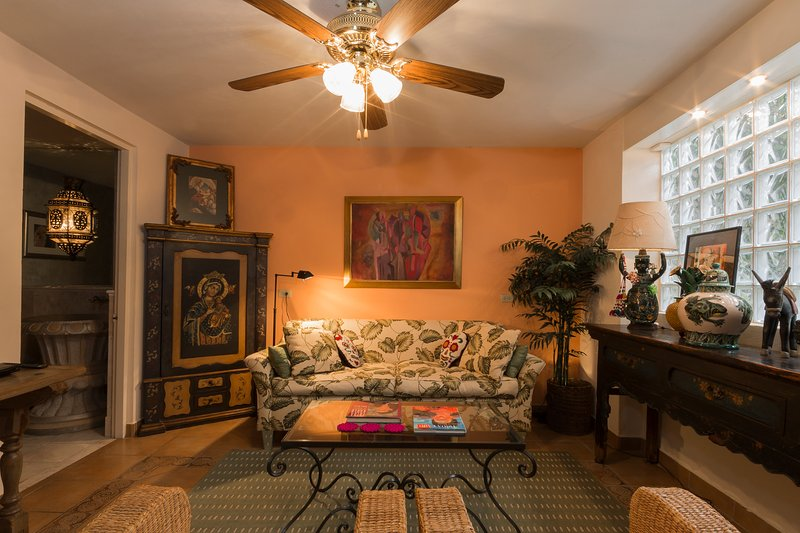 DOWNTOWN Upscale 2 bdr, 2.5 ba. Purified water, sec sys, 3 fireplaces, view deck, vacation rental in San Miguel de Allende
