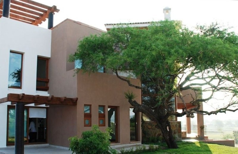 Coronado 18 Casa Toscana - beautiful views, quiet setting, golf club access, holiday rental in Guanajuato