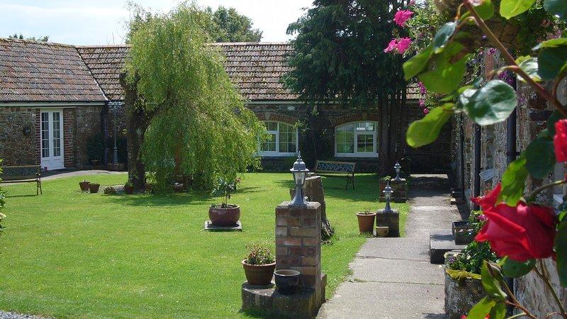Oak - 2 Bedroom Cottage - Sleeps 4 - With Pool - North Devon, holiday rental in Saunton