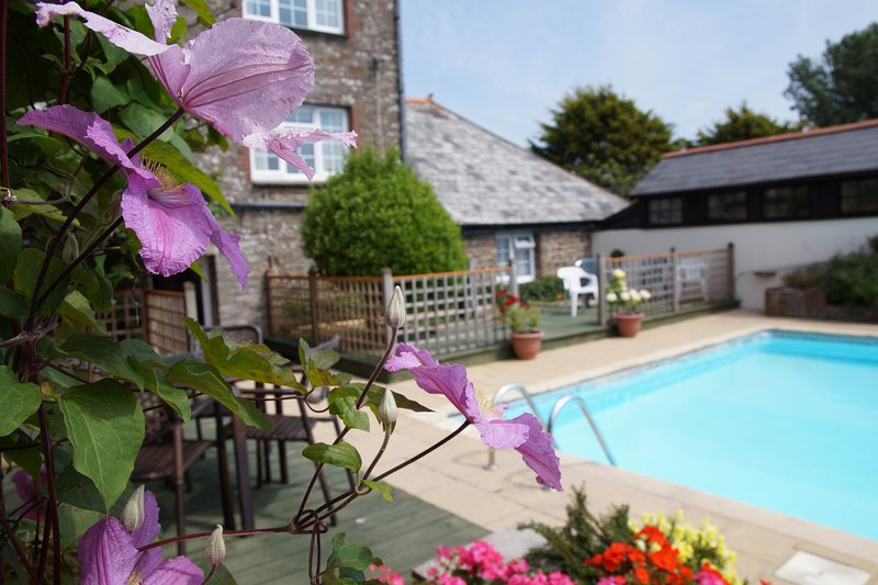 Fuggles - 3 Bedroom Cottage - With Pool - North Devon, holiday rental in Saunton