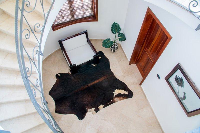 Escalier en marbre et fer forgé, vue du 3ème étage