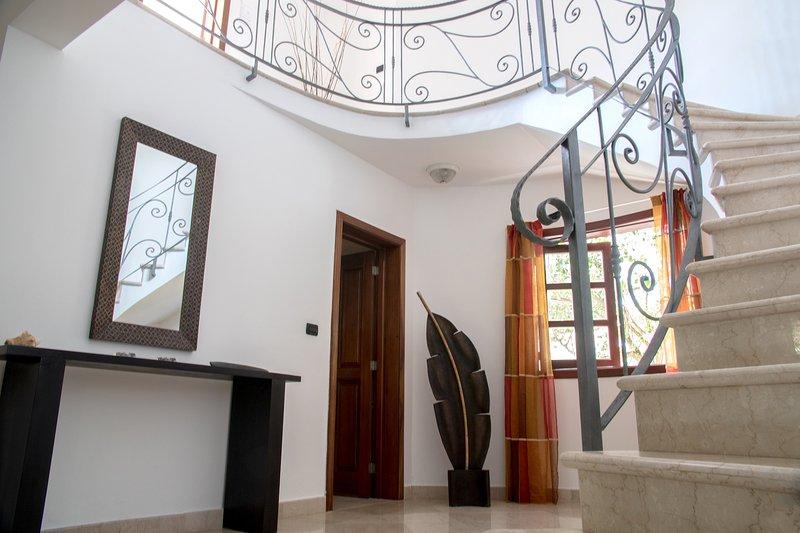Beaux escaliers en marbre en fer forgé