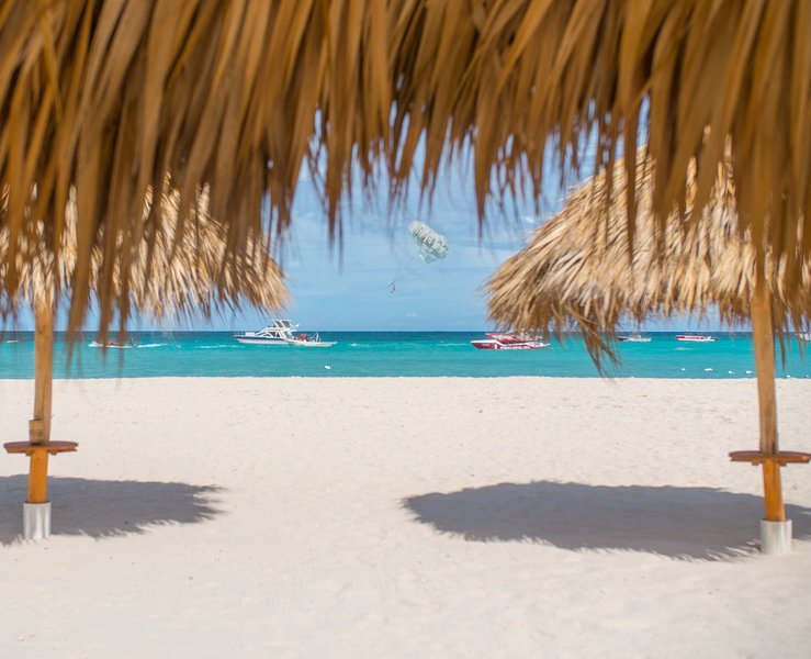Los Corales Beach à 1 minute à pied!