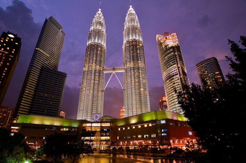 A sólo 10 minutos a pie de las emblemáticas torres gemelas Petronas o 5 minutos en coche.
