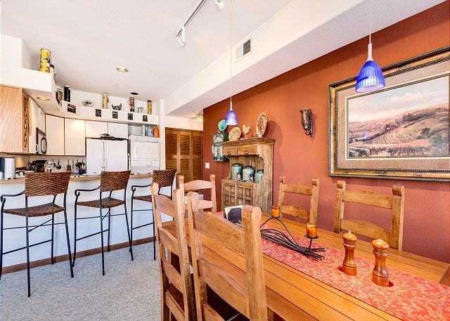 Tour De Point Dining to Kitchen Frisco Lodging Vacation Rental