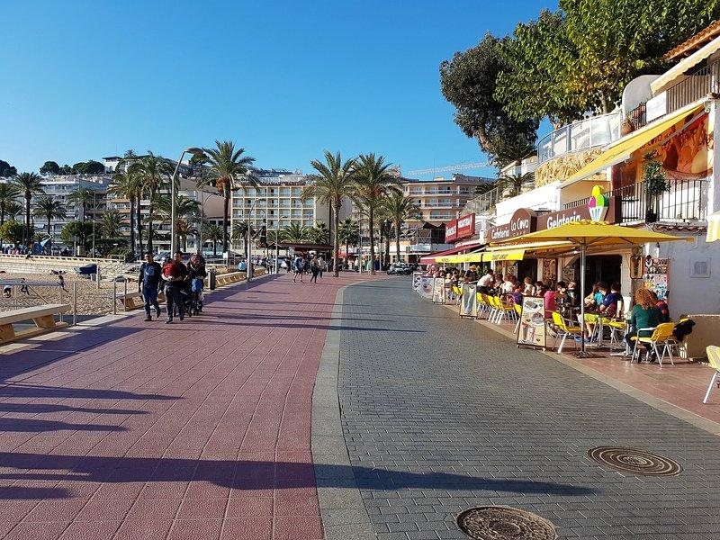Beach promenade, restaurants, bars
