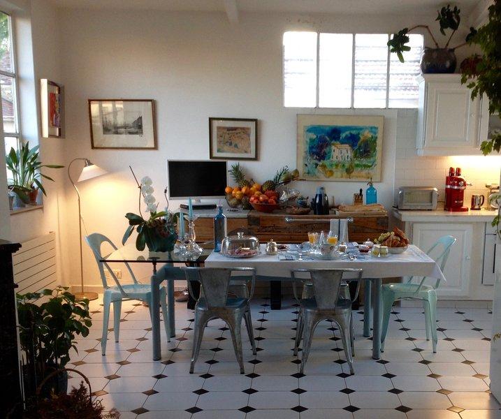 Breakfast, winter take to the kitchen. Villa Prétorina Breakfast Cannes