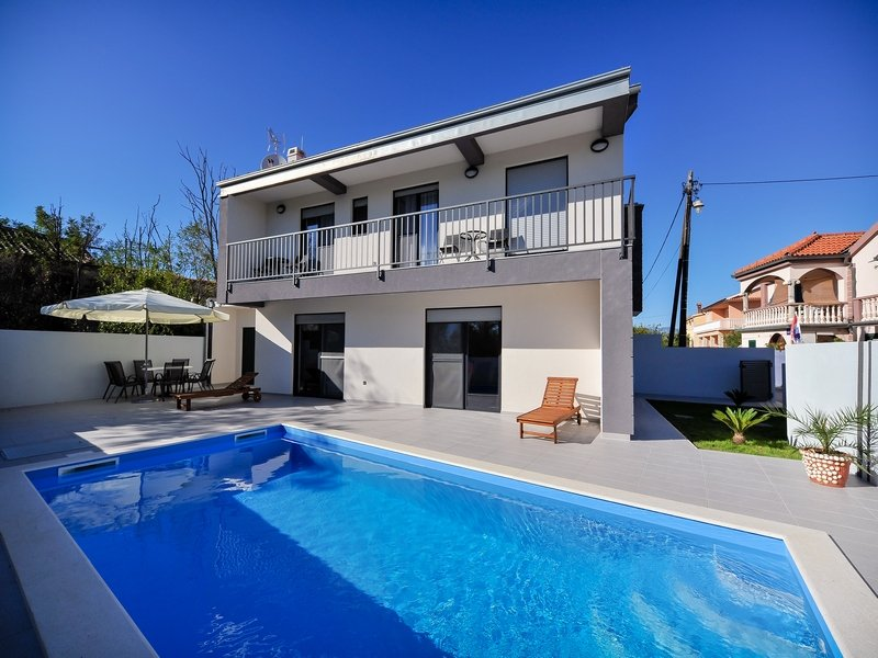 Villa Lily - 3 bedrooms with private pool, vacation rental in Privlaka