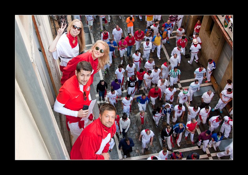 A group from the USA at one of our balconies in the middle of the run. It is in Estafeta street