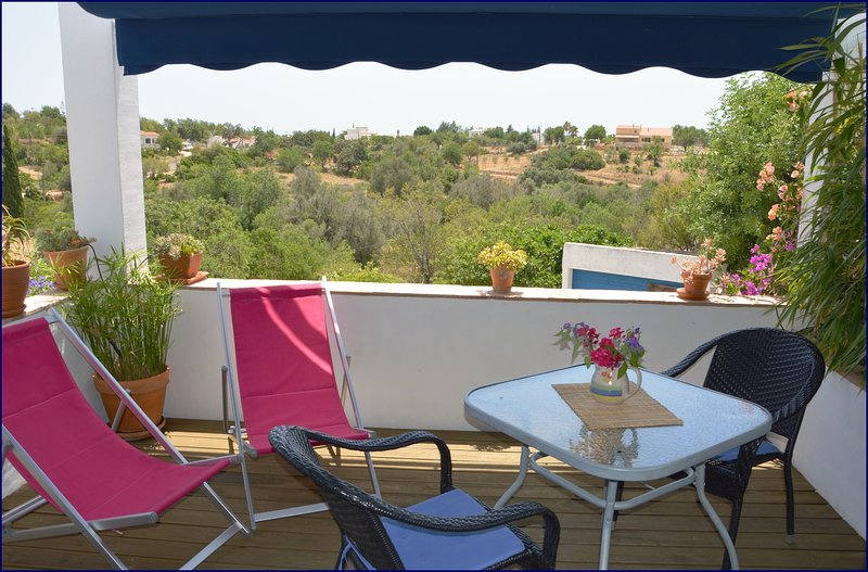 Casa Formosa-Studio with roof terrace and sea view, holiday rental in Pechao