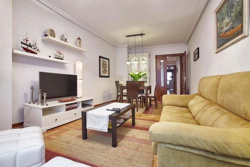 Apartamento GIJON con plaza de garaje, alquiler vacacional en Gijón