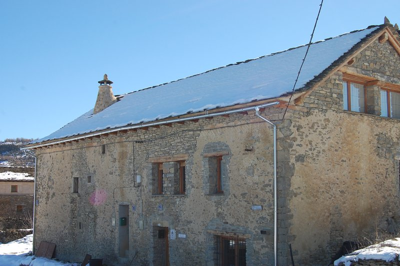 North Dorondón House in winter facade.
