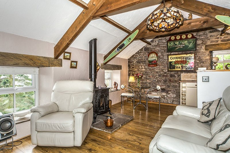 Butterfly Cottage, stunning country views, multifuel stove. Pets welcome., holiday rental in Durham