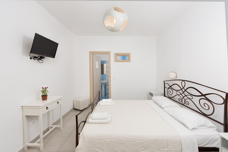 Naxos Depis place double studio, holiday rental in Naxos Town