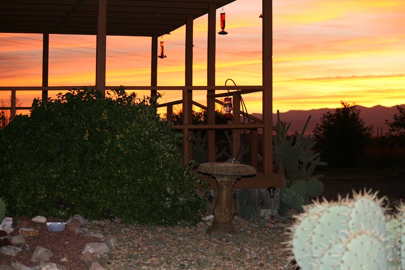 ~Hummingbird Ranch in Pearce, AZ has 3 decks w/ Mt Views. Watching birds, reptiles and wildlife sun!