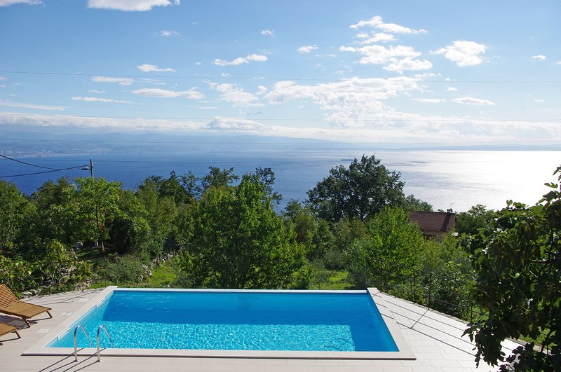 Vacation Home Ivulici. Wonderful garden and stunning sea view! (6+2), holiday rental in Lovran