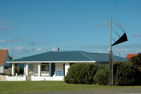 Salty Air Apartment 2, holiday rental in Kingscote