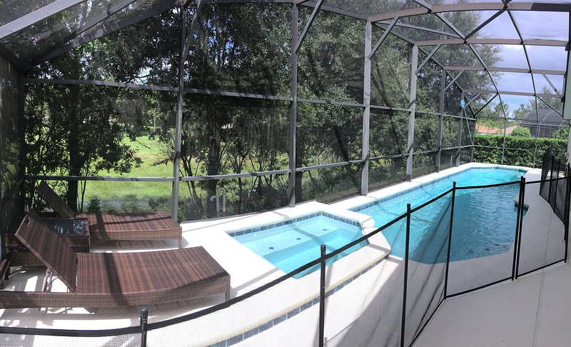 Large extended pool deck