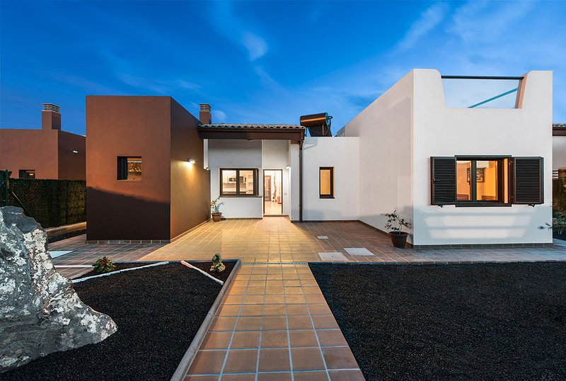 Brand new modern villa on Campo de Golf - paradise holiday on the island!, holiday rental in Caleta de Fuste