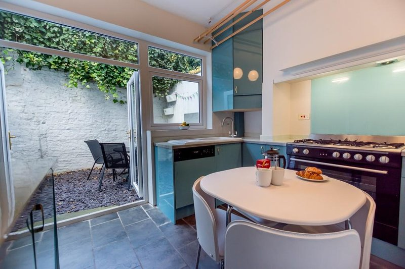 Kitchen to outdoor seating