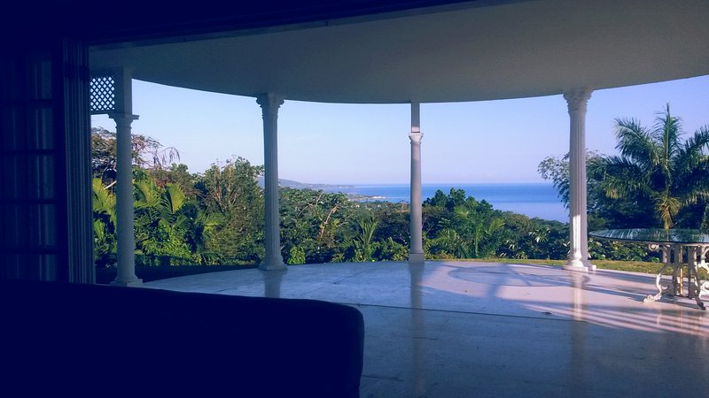High Ridge, holiday rental in Long Bay