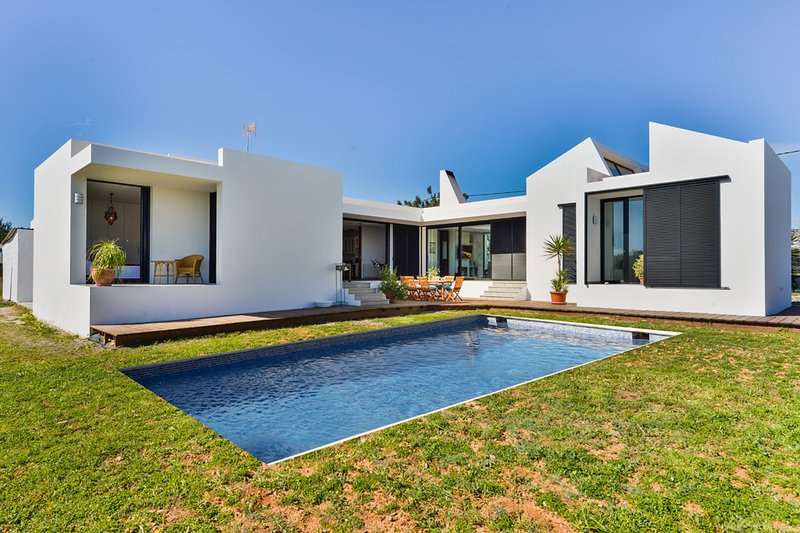 Spacious, newly built, modern villa
