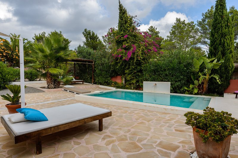 Charming villa with private pool, a Balinese bed and sun beds