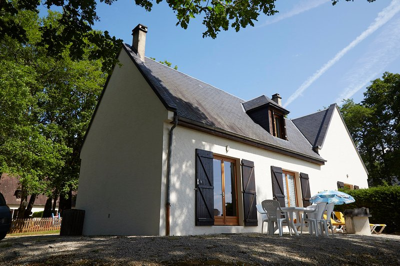 Comfortable gite overlooking the village, location de vacances à Carlux
