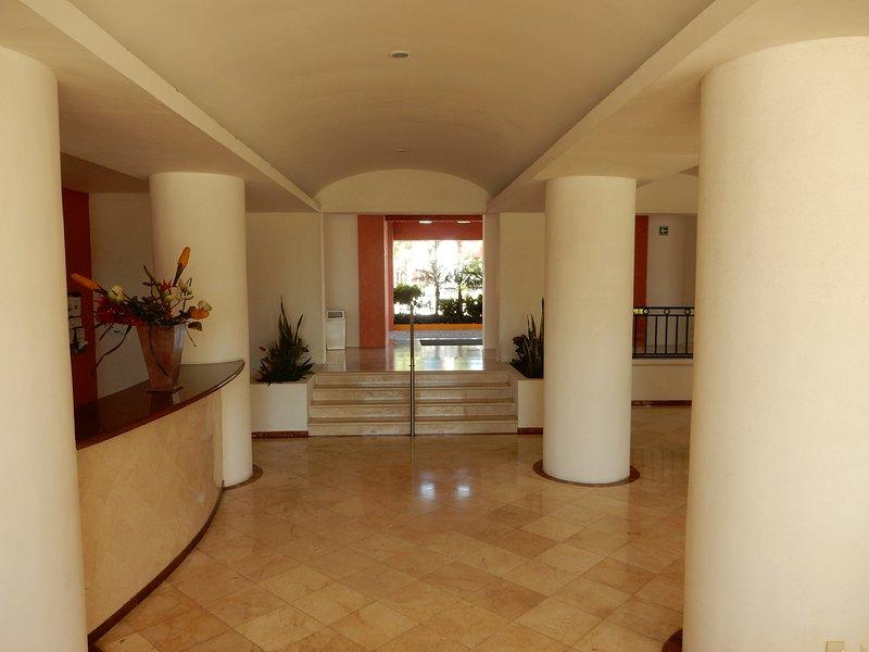 Lobby di Flamingos Beach and Golf