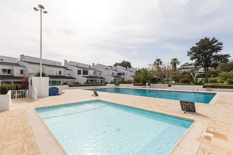 Golf, Pine Forest, Beach & Sun in Marisol, casa vacanza a Amora