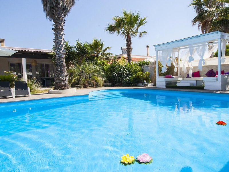 villa cotriero pool, holiday rental in Pizzo