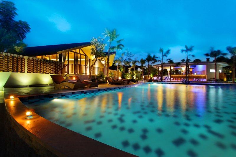 The stunning Public Pool lagoon